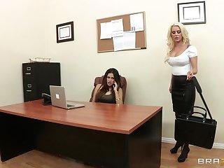 Sensual pansy sex on the table - Spencer Scott & Vanessa Veracruz