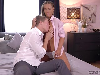 Sweetie-pie soaks her lips forth sperm after getting laid groove on sluts