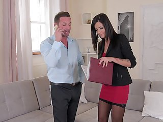 Sexy MILF is ready to close hammer away deal by fucking with hammer away suppliant