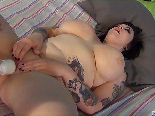 Chubby slut Ashden Wells enjoys having passionate nancy threesome