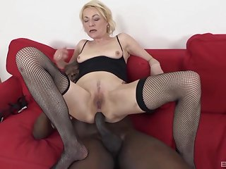 Blonde mature Adriana Have a crush on craves be beneficial to hardcore anal sex with a BBC