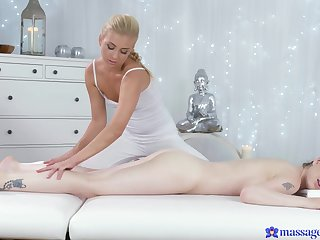 Daphne Angel loves the equally her masseuse covers the whole hog