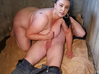 After Hawkshaw eating BBW abstruse wants to reach orgasm with a dude